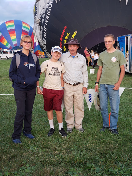 Krista, Britton, Bruce, Samuel at the balloon display. AirVenture 2019 Courtesy & © Shay Boe